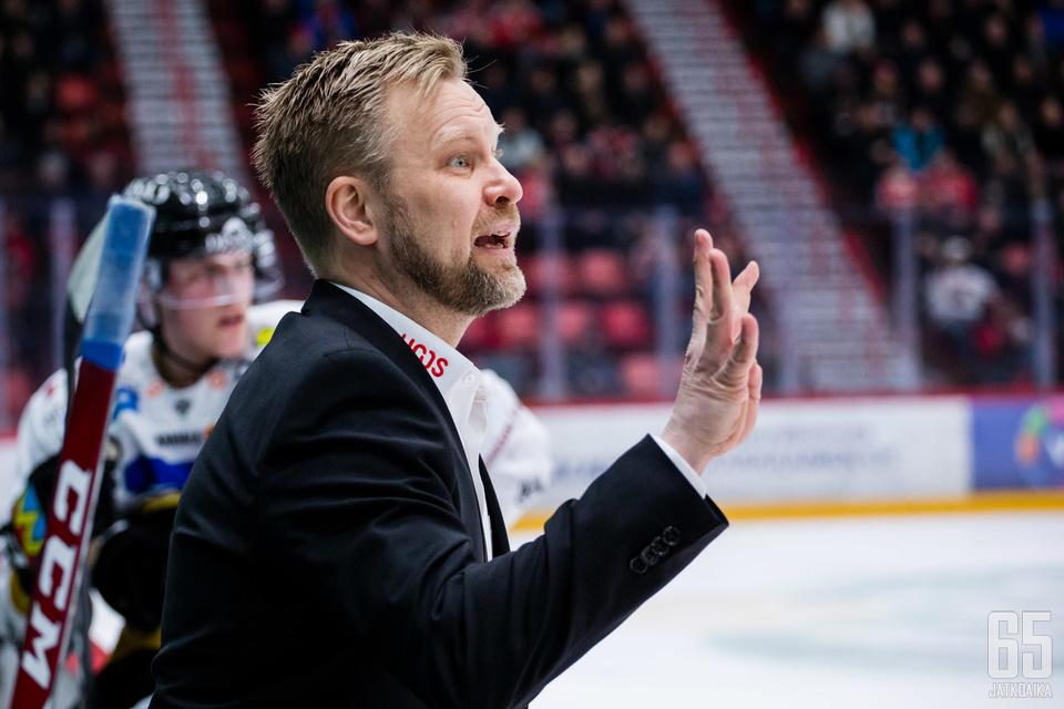 Mikko Manner harmitteli kotiavauksen tappiota.