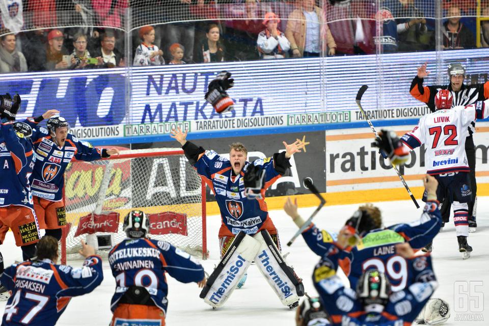 Karhunen otti ilon irti mestaruuden varmistuttua.