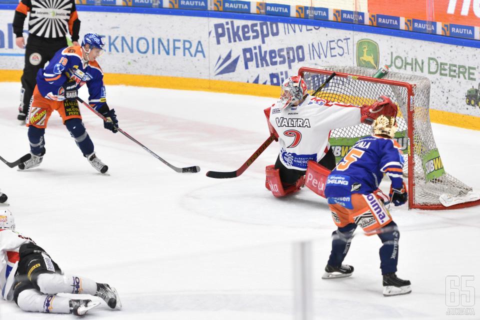 Henrik Haapala ja Veli-Matti Savinainen olivat liigakauden tehokkaimmat hyökkääjät.