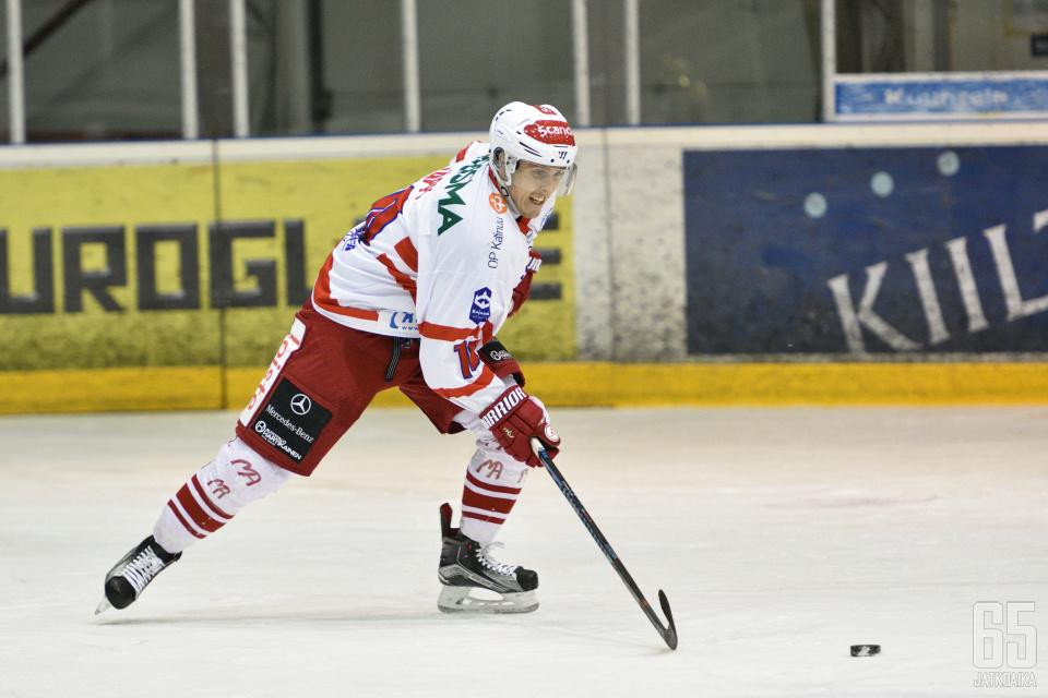 Näppi pelasi viime kaudet Hokissa.