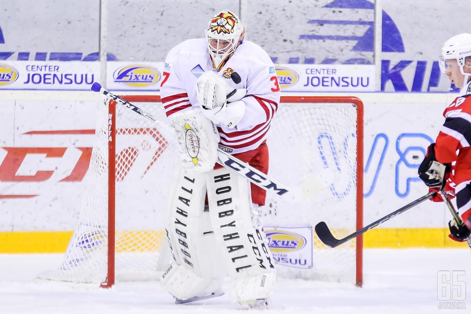 Kiekko-Vantaan Jani Kautto torjui loisto-ottelun.