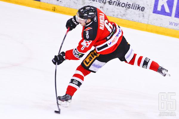 Miro Rahkola kiekkoili viime kauden Jokipojissa.
