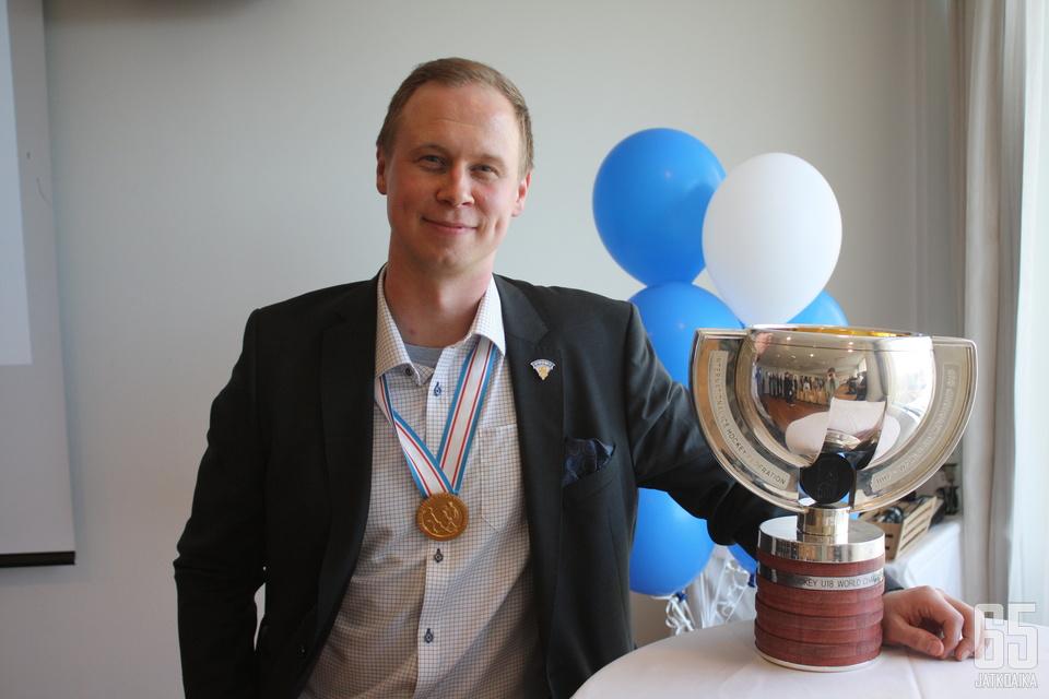 Tommi Niemelä valmensi alle 18-vuotiaiden maajoukkueen maailmanmestaruuteen.