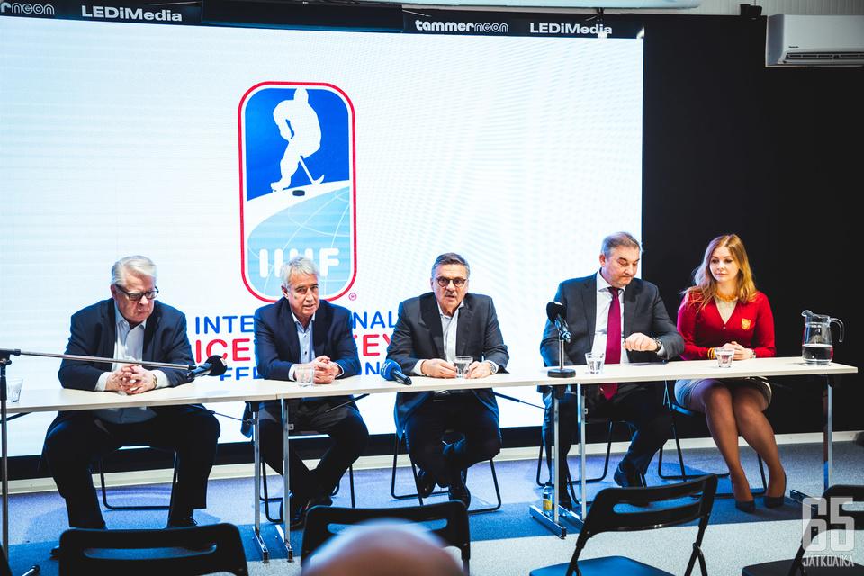 IIHF:n hallitus esittää siirtymistä pieneen kaukaloon miesten MM-kisoissa.