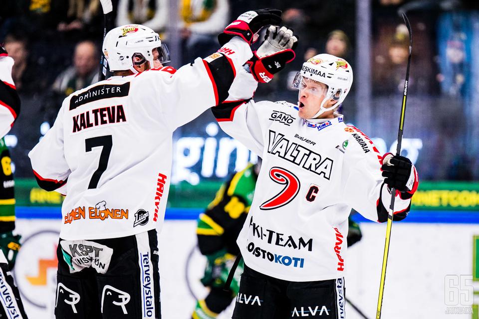 Puolustussuuntaankin vahvan pelin pelannut Mikko Kalteva vastasi ottelun voittomaalista.