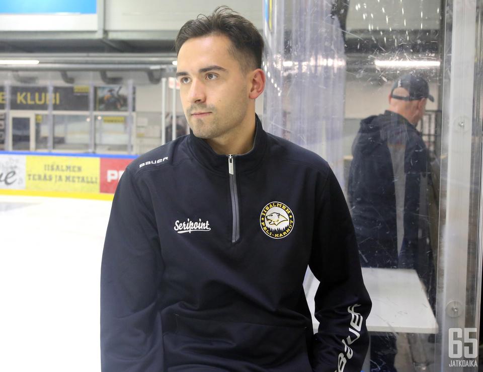 Tuomas Vartiainen tuli Peli-Karhuihin hakemaan seuraavaa askelta urallaan. Mies uskoo, että joukkueella on hyvät mahdollisuudet pudotuspeleihin.