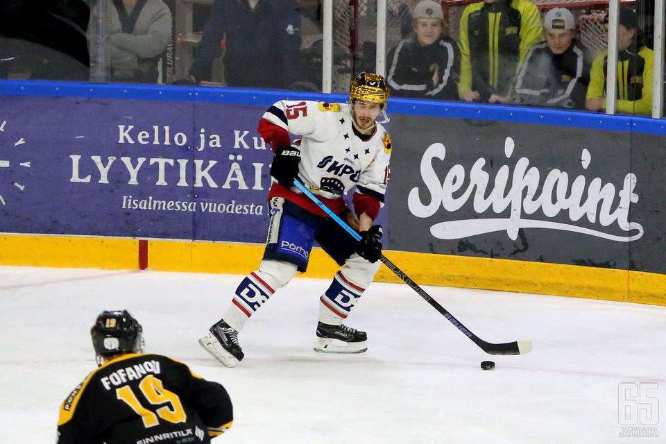 Pistepörssin kärki Samu Markkula kartutti pistetiliään syötöllä.