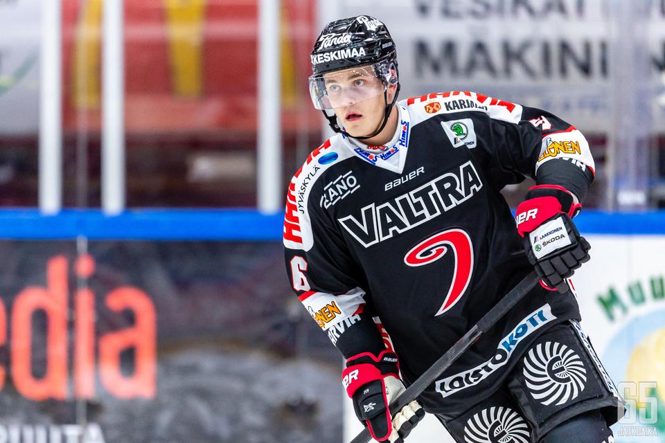 Viime kaudella NHL:ssä Dallas Starsia edustanut Julius Honka pelaa JYPin paidassa kauden loppuun asti.