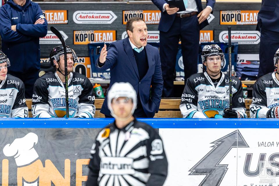 Ville Nieminen lukeutuu Liigan väriläiskiin.