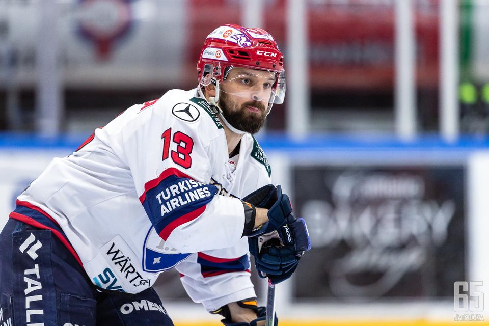 Otto Paajanen iski kaksi maalia Kärppien verkkoon.
