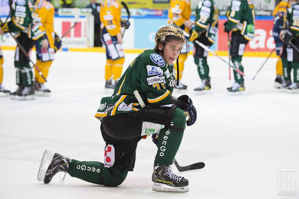 Michael Keränen lyyhistyi minuuteiksi raskaan tappion jälkeen.