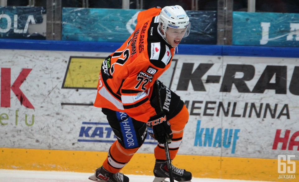 Julius Valtonen alusti ottelun voittomaalin.