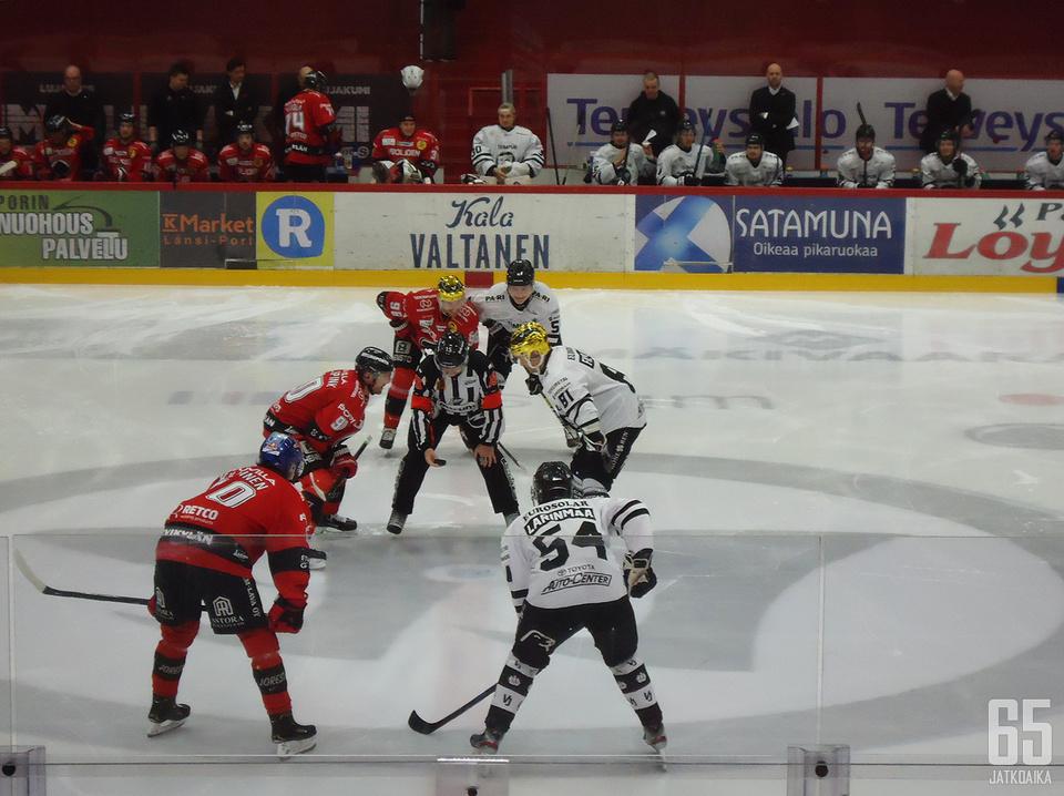 Jari Levonen kumartui uransa viimeisen Liiga-pelin ensimmäiseen aloitukseen.