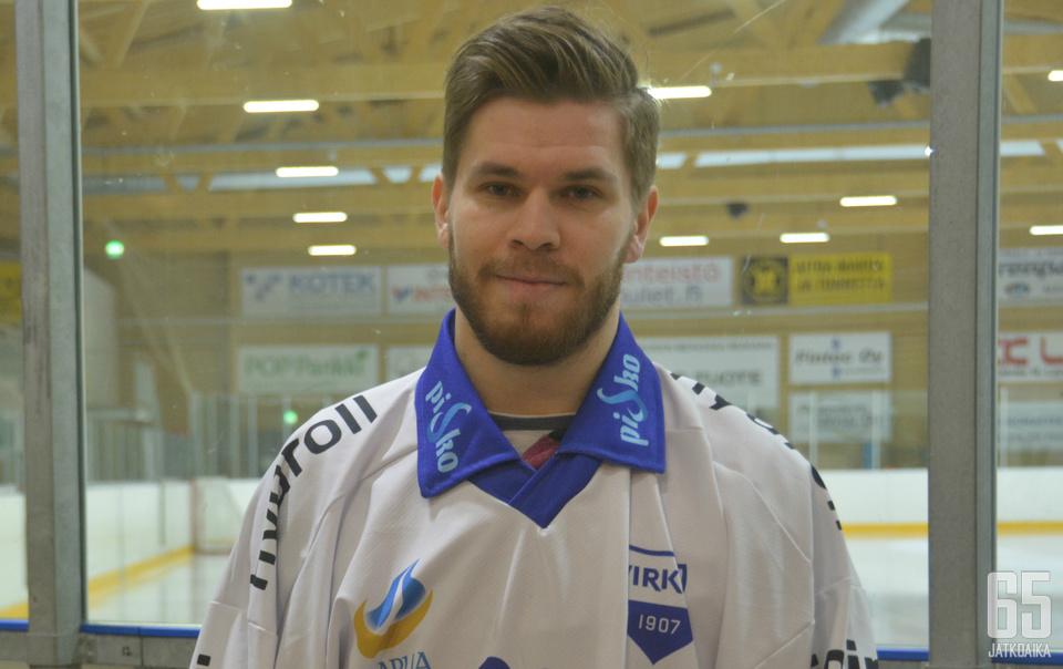 Joshua Kossila puki Lapuan Virkiän paidan päälleen ensimmäistä kertaa tänä syksynä.