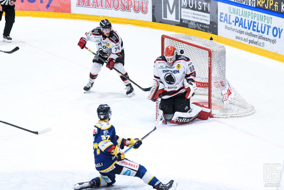 Sami Aittokallio piti yhdessä kollegansa Sami Rajaniemen kanssa ottelun vähämaalisena.