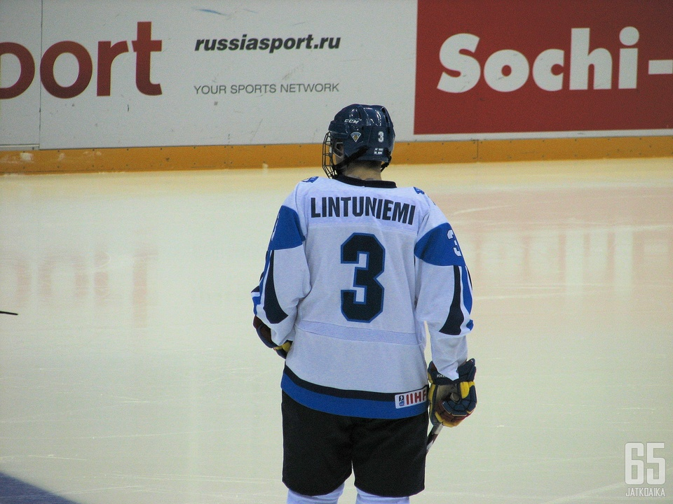 Alex Lintuniemi luuti Suomen ykkösparissa alle 18-vuotiaiden MM-kisoissa.