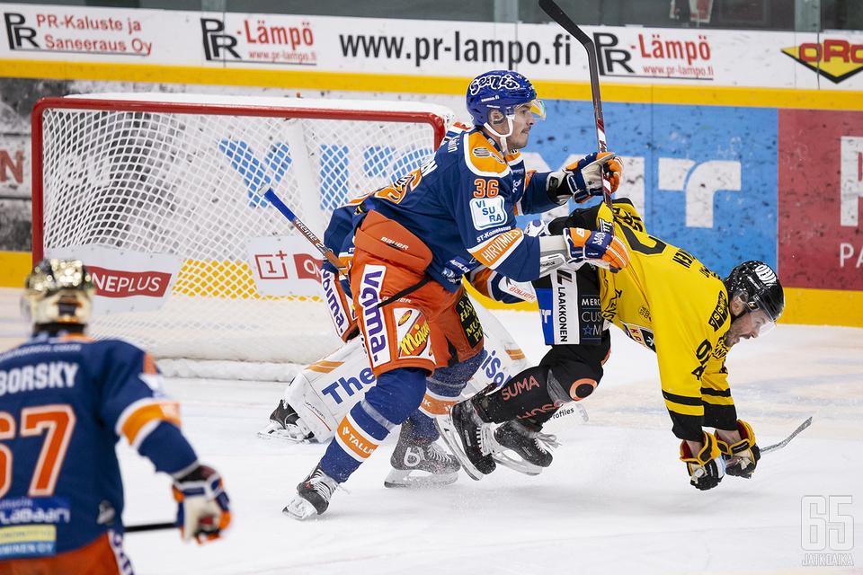 Järvinen pelasi Tapparan takalinjoilla 14 liigaottelussa.