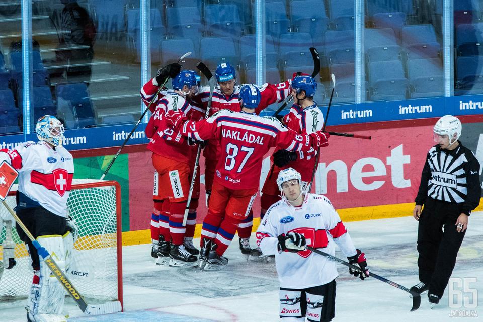 Tšekki juhli 3-2-voittoa Sveitsistä.