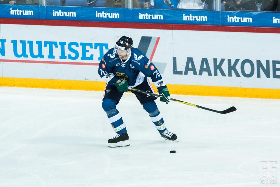 Hartikainen sai Venäjää vastaan kiekon maaliin, mutta maali hylättiin erän ehdittyä päättyä.