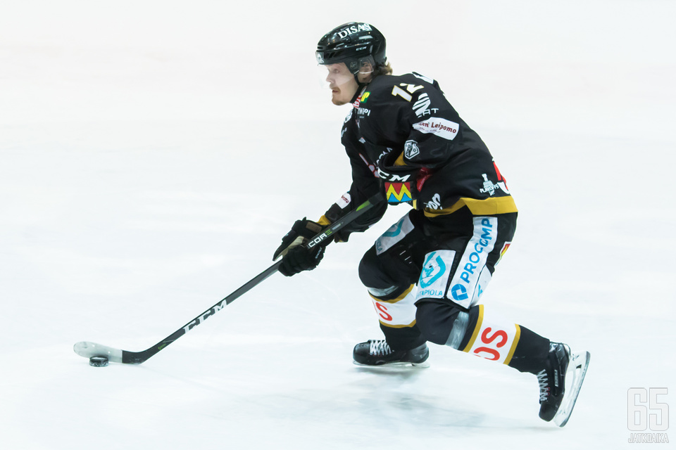 Leskinen oli mukana Kärppien mestaruusjoukkueessa.