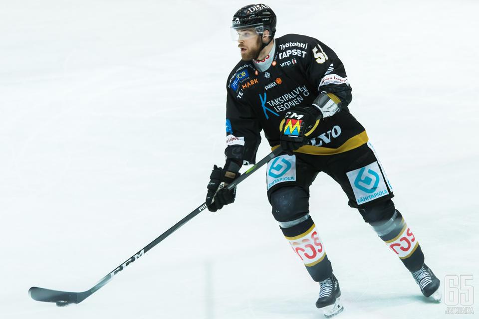 Jani Hakanpään ottelu päättyi toisen erän alussa.