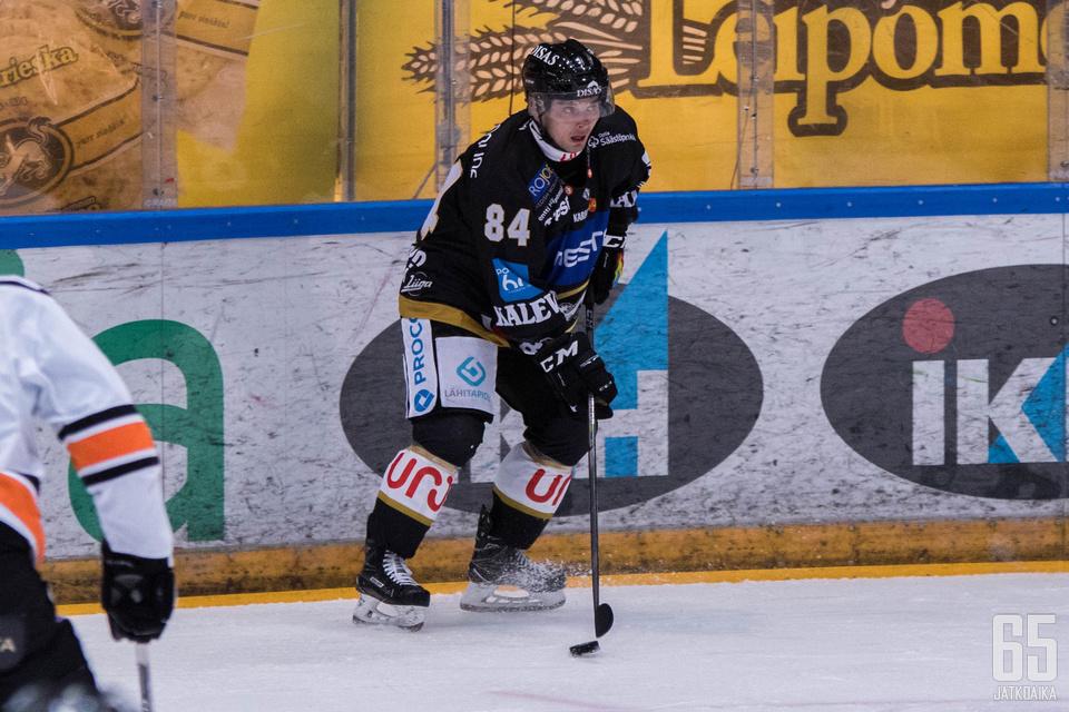 Junnila jatkaa jääkiekon parissa valmennustehtävissä.