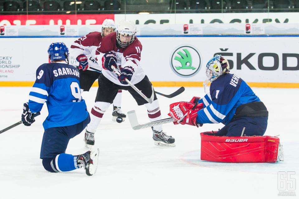 Dzierkals (kesk.) on edustanut Latviaa muun muassa alle 20-vuotiaiden MM-kisoissa.