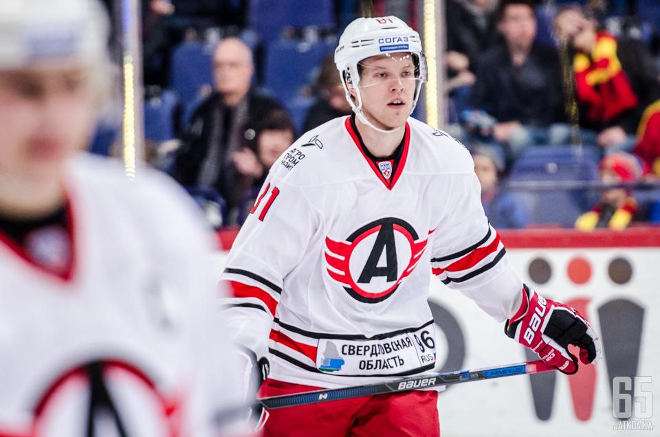 Eero Elo vaihtaa Jekaterinburgin Novosibirskiin.