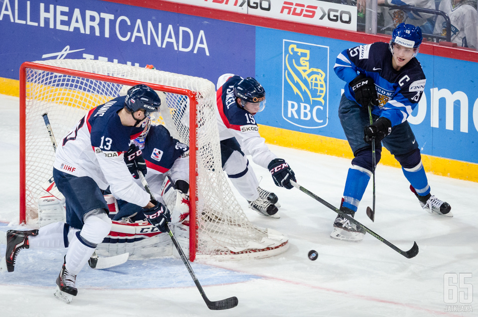 Ivanic (nro.13) kamppaili U20-kisoissa muun muassa Suomea vastaan.