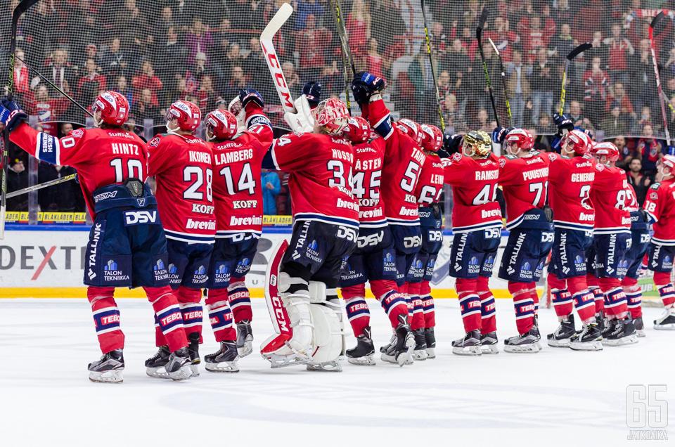 Näissä tunnelmissa HIFK:n pelaajat kiittivät fanejaan ennen tosipelien alkamista.