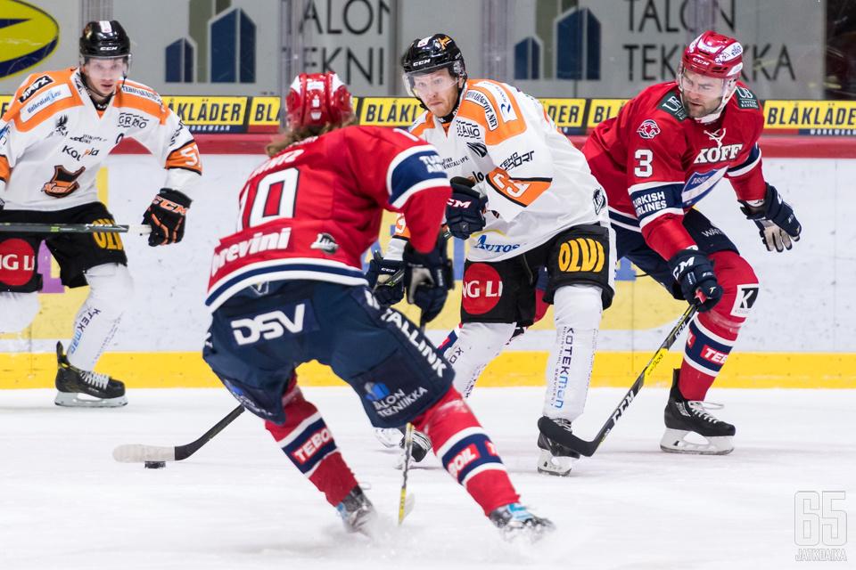 Saarelainen pelasi viime kauden lopun KooKoossa, ja sitä ennen HIFK:ssa.