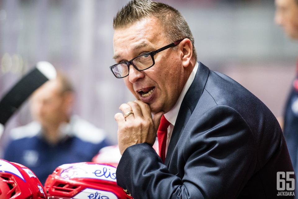 Ari-Pekka Selin yrittää saada HIFK:n takaisin jaloilleen.