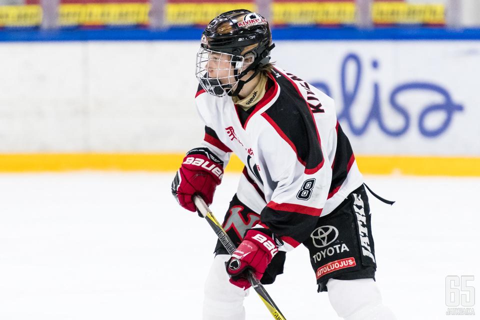 Ässien junioreissa pelannut Otto Kivenmäki valmistautuu uuteen kauteen edustusjoukkueen matkassa.