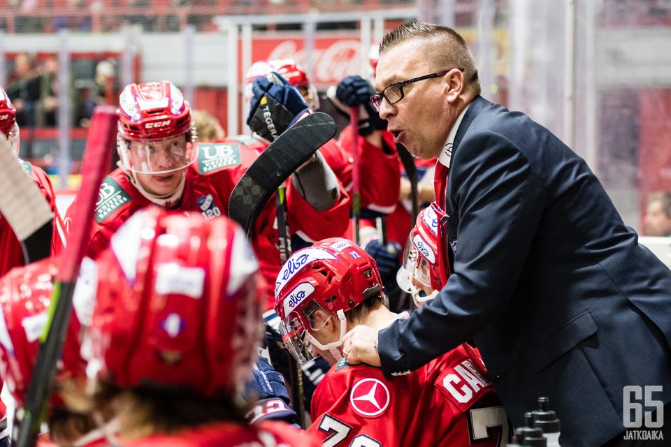 Ari-Pekka Selin sekoitti lopussa kaikki ketjut.