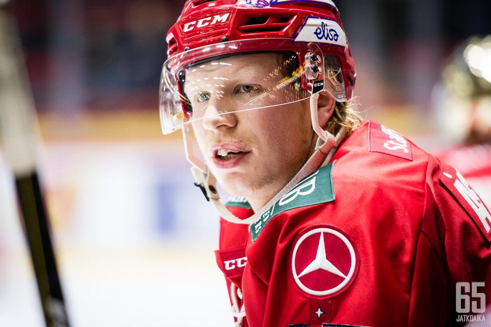 Micke-Max Åsten on kärsinyt pelikiellostaan yhden ottelun väliaikaisen pelikieltonsa takia.