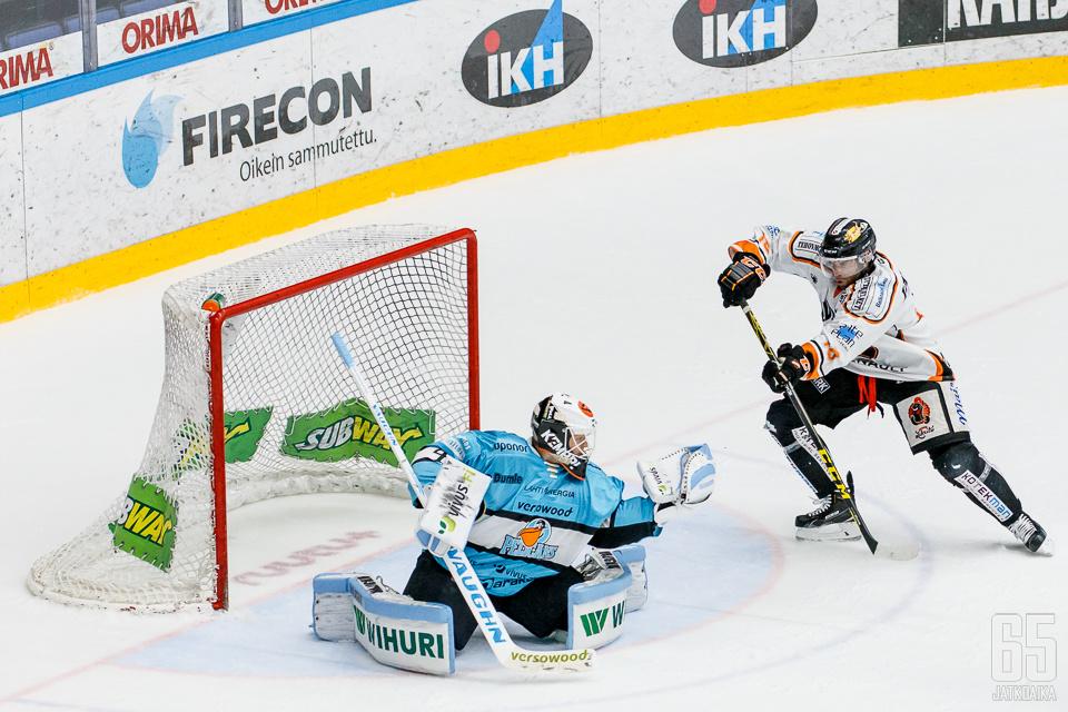 Janne Juvosen käsi kävi kuin käen siipi.