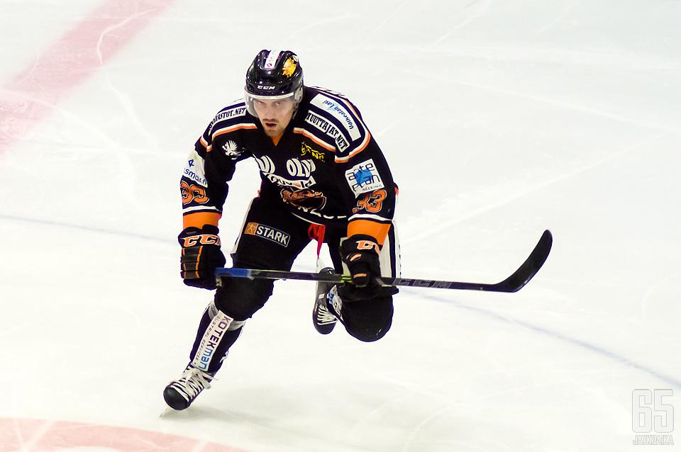 Västilä kiekkoili Kouvolassa neljän kauden ajan.