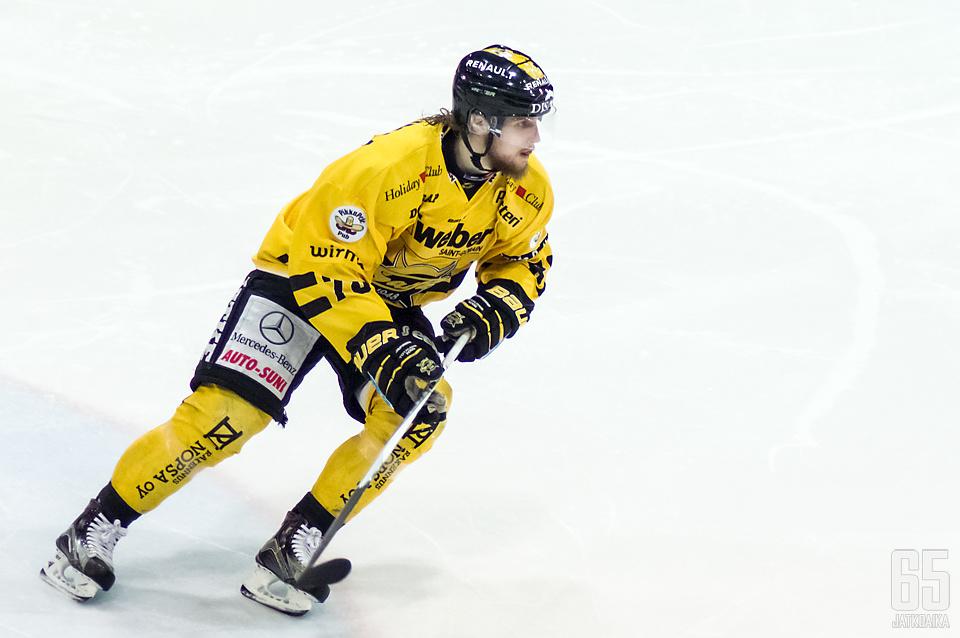 Mikael Kuronen pukee keltaista ylleen myös ensi kaudella.