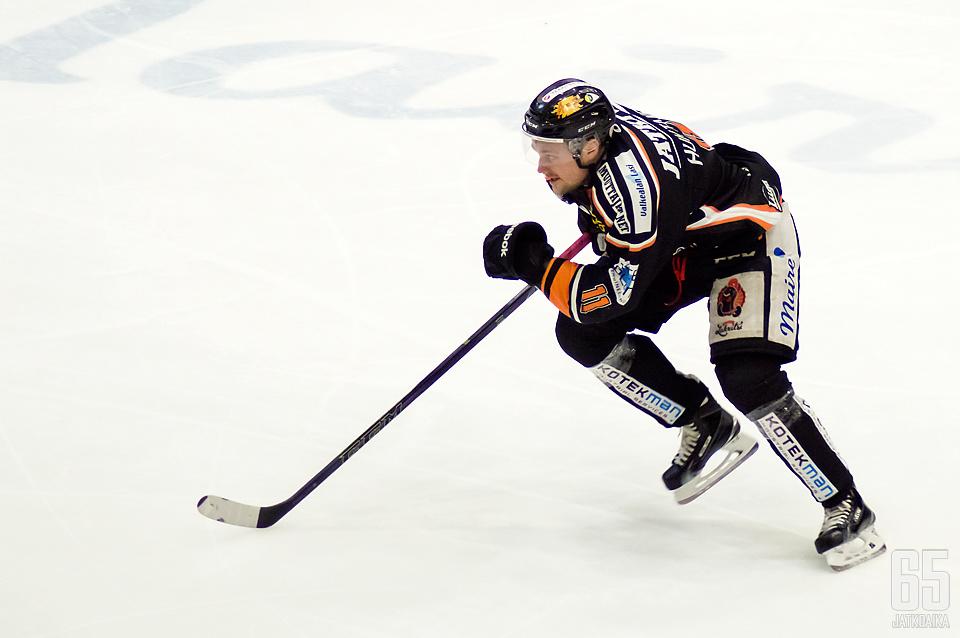 Huhtanen pelasi viime kauden Kouvolassa.