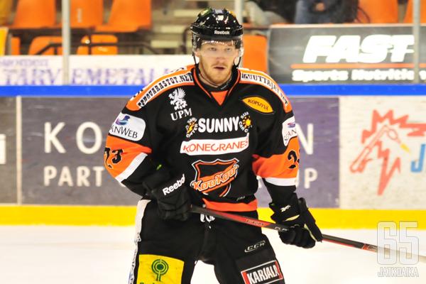 Ville Rajala pääsi vihdoin tekemään debyyttinsä KooKoo-paidassa.