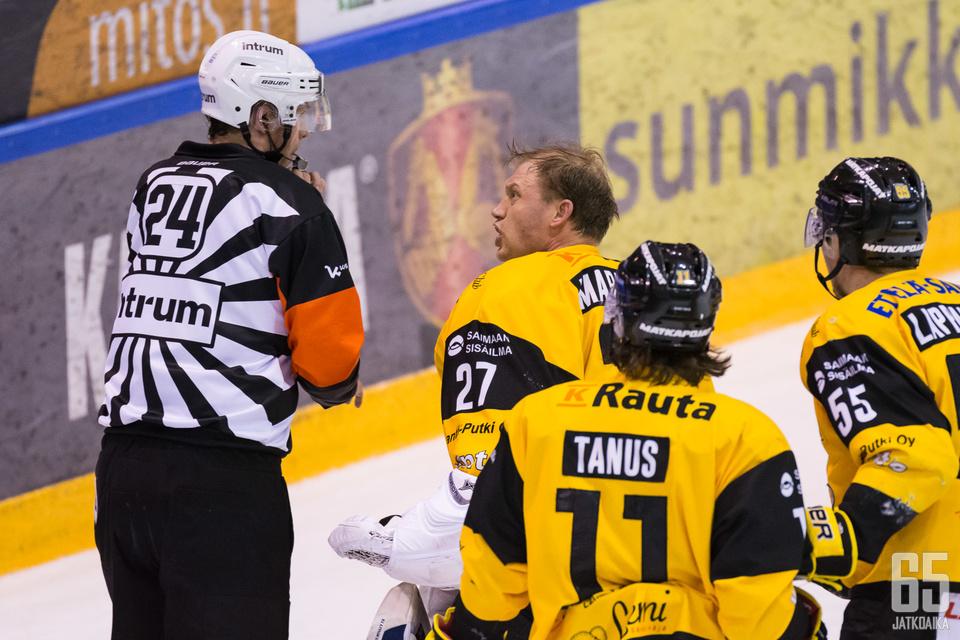 Jussi Markkanen ei sulattanut tuomareiden tuomiota lauantai-illan Liiga-kierroksella.