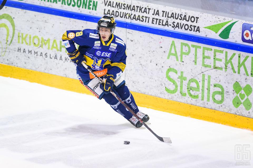 Mikko Kokkonen nähdään Jukurien riveissä heti joulun jälkeen nuorten  MM-kisojen jäädessä väliin. 11a0813059