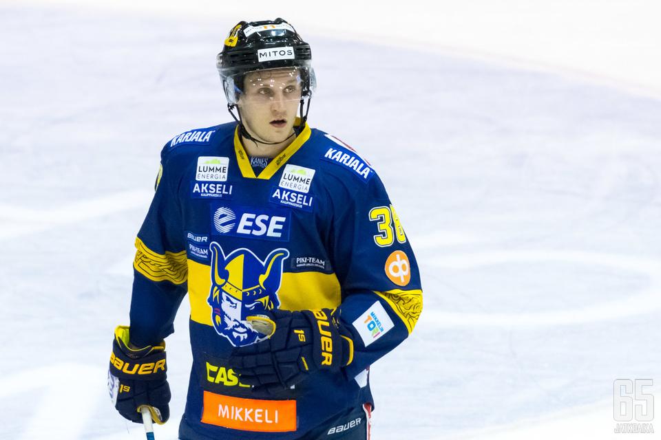 Teemu Tallberg kiekkoilee loppukauden ajan HIFK:ssa.