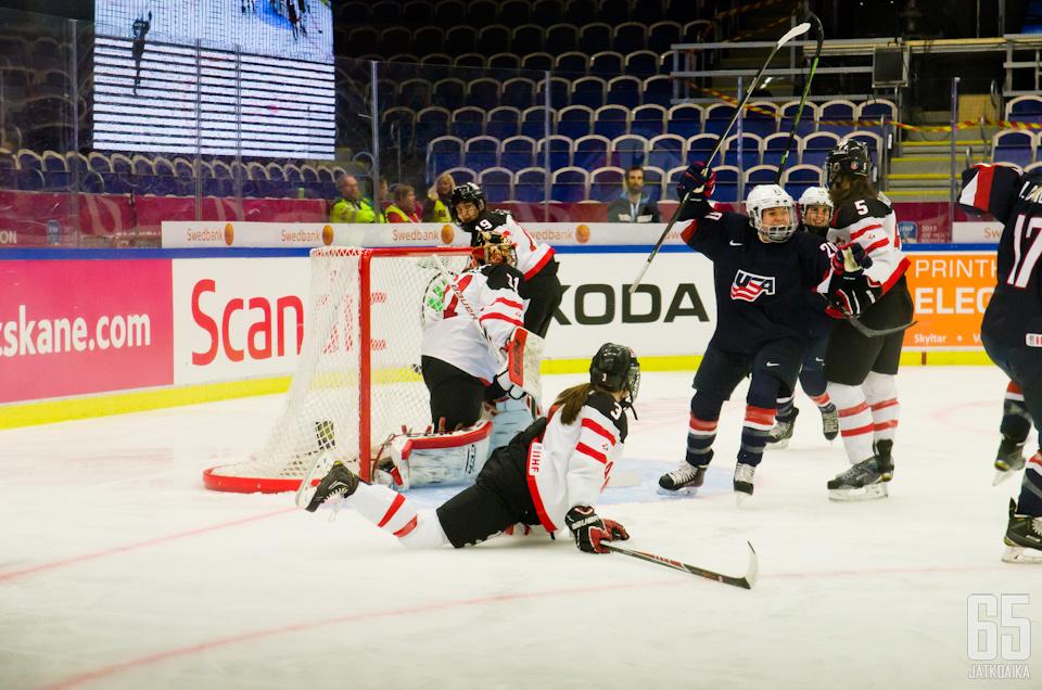 USA pääsi tuulettamaan mestaruutta kotikisoissaan. Kuva joukkueen kohtaamisesta vuoden 2015 MM-kisoissa.