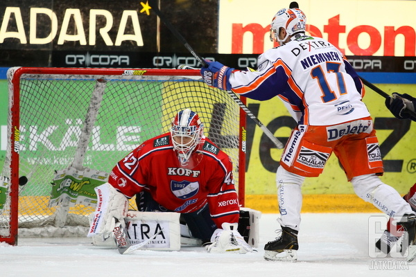 Ville Nieminen teki kaksi maalia vastustajan verkkoon.