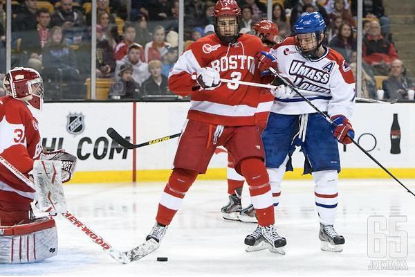 Ahti Oksanen pelasi yliopistouransa Boston Universityn riveissä.