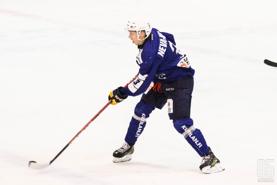 Neva-Aho pelasi viime kaudella Mestistä RoKissa.