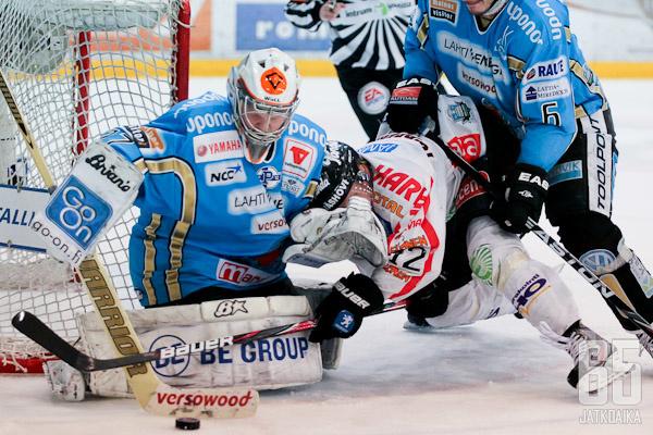 Janne Juvonen joutui illan ottelussa kovan paikan eteen, kun hänet vaihdettiin tolppien väliin Jokereiden ollessa jo kolmen maalin johtoasemassa.