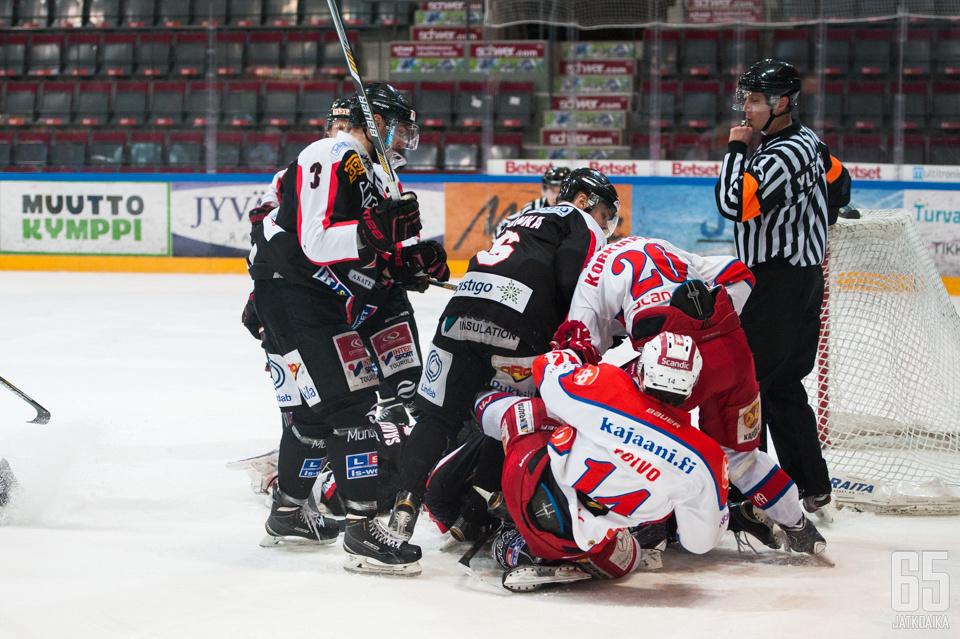JYP-Akatemian kausi päättyi tiukkaan puolivälieräsarjaan Kajaanin Hokkia vastaan.
