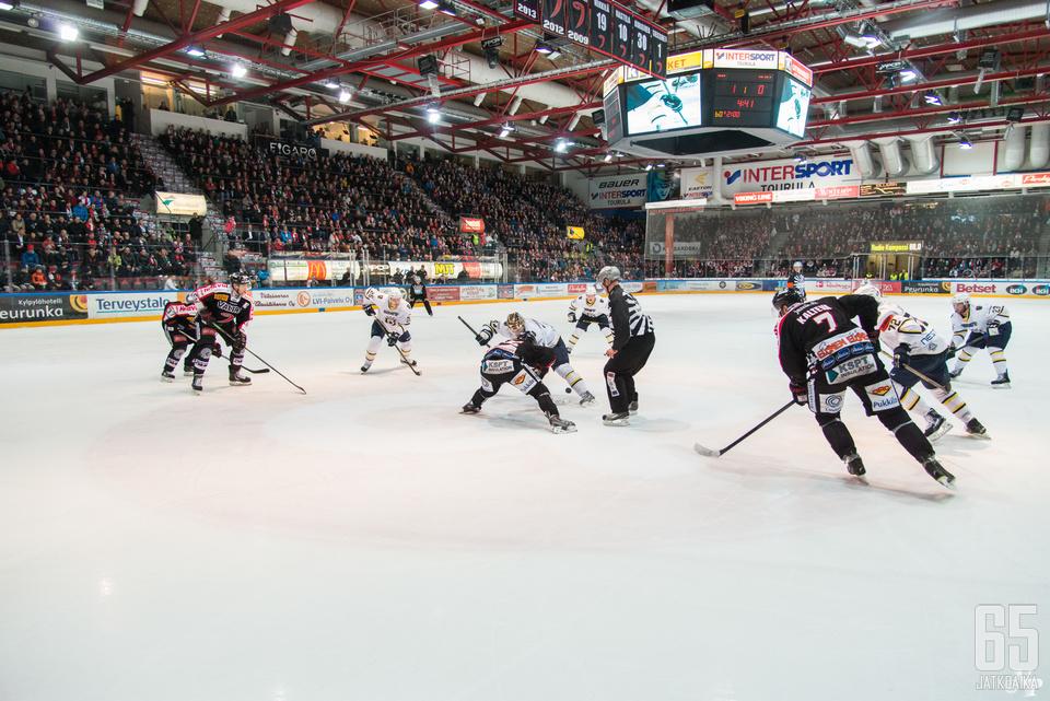 Blues tarvitsee voiton Jyväskylästä, jos se mielii vielä sarjan voittokamppailuun mukaan.